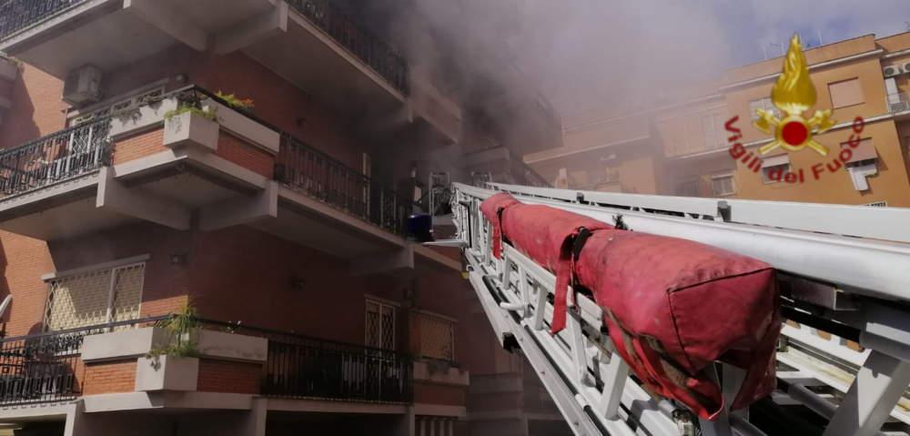 Incendio a Monteverde: fiamme in appartamento, persone evacuate