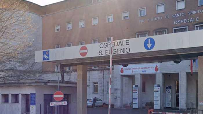 Va al pronto soccorso dopo un malore, poi viene sorpreso a rubare nello spogliatoio dell'ospedale