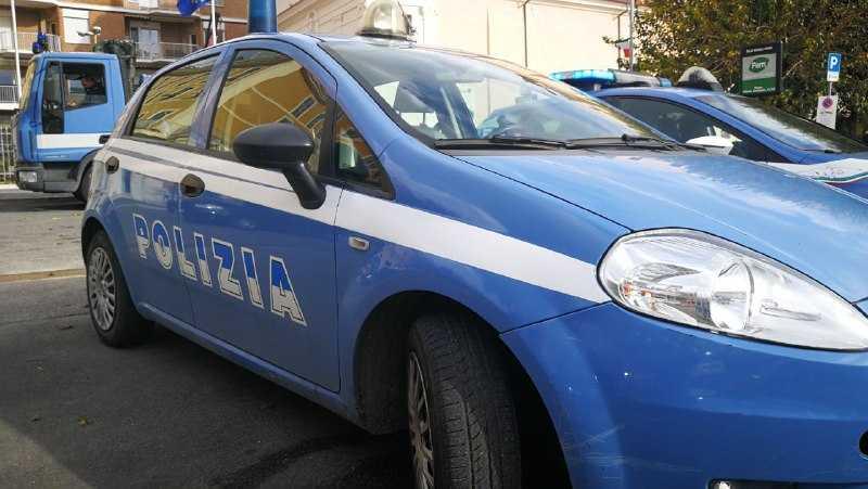 Ostia: forzano auto in sosta, arrestata coppia
