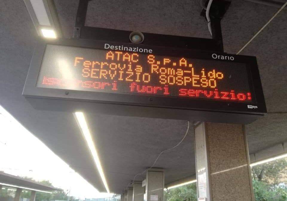 Roma-Lido, mattina di passione: guasto tecnico e viaggiatori sulle banchine