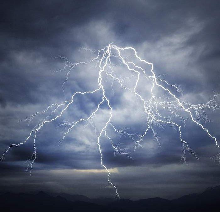 Allerta meteo gialla per domani ma con fulmini, burrasca e mareggiate
