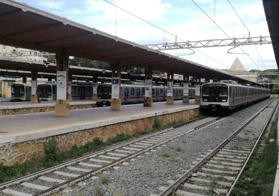 """Roma-Lido,""""40 minuti da Acilia alla Magliana"""". Castano (Odissea quotidiana): """"Treni pochi e vecchi"""""""