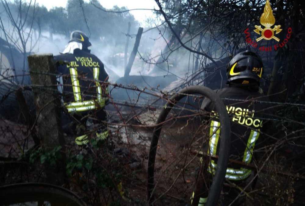 Incendio a Canale Monterano: a fuoco deposito legnaia e attrezzature agricole