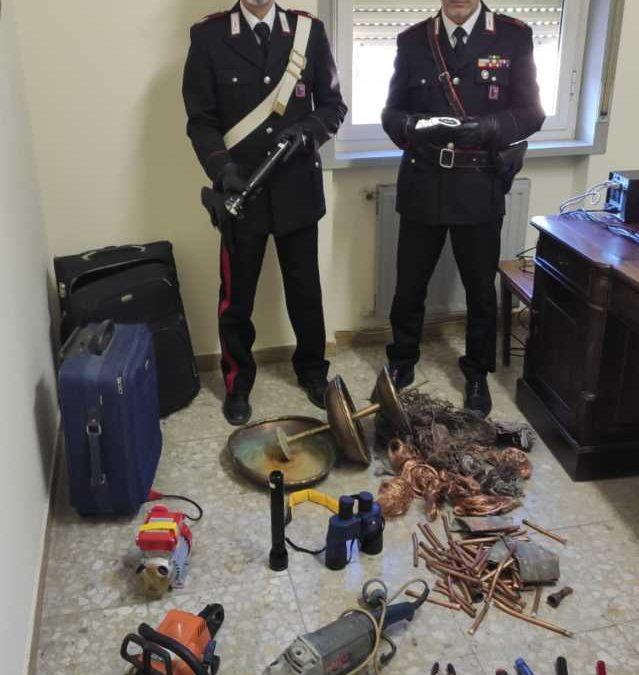 Rubano attrezzi e rame: due giovani rumeni denunciati dai carabinieri di Tolfa