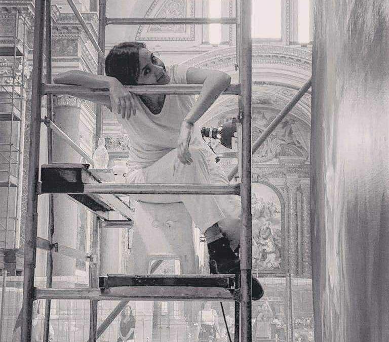 Ladispoli, talenti del restauro crescono: la 28enne Giulia Cappelloni sulle tele di Santa Maria degli Angeli