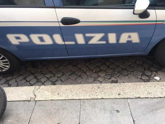 Colf ruba gioielli e argenteria ai suoi anziani datori di lavoro, arrestata