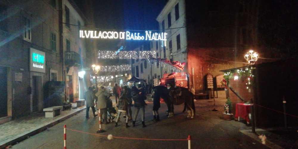 A Tolfa il Villaggio di Babbo Natale non lo ferma neanche il maltempo