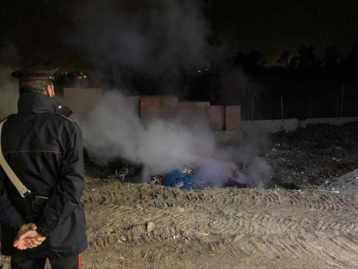 Brucia rifiuti tossici nella notte, denunciato imprenditore di Ladispoli