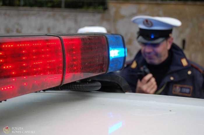 Perde portafoglio con dentro dosi di cocaina: nei guai 26enne del Quartiere Trieste