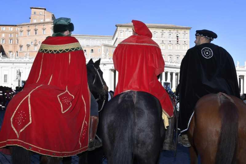 Allumiere alle stelle per la sfilata in Vaticano