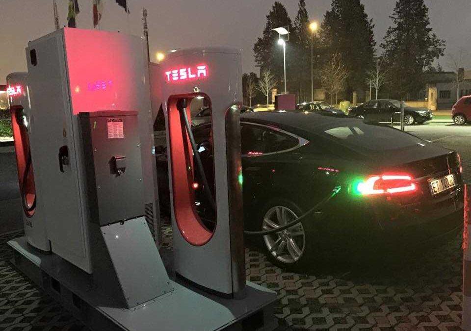 Civitavecchia, Tesla piazza le colonnine di supericarica
