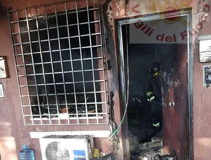 Incendio a Cinecittà, appartamento reso inagibile dalle fiamme