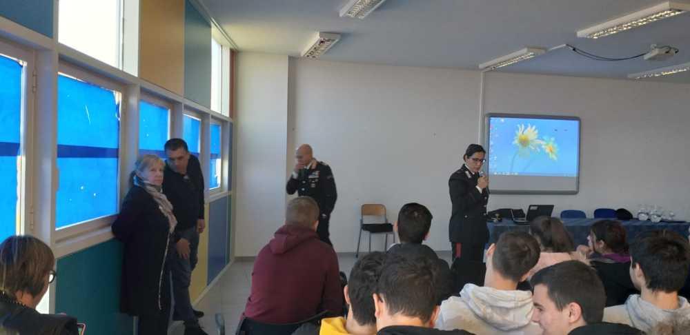 Ladispoli, al Di Vittorio lezione di legalità con i Carabinieri