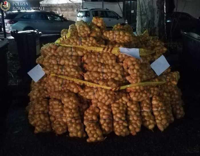 Roma Nord, vendita abusiva di patate e cipolle: merce devoluta in beneficenza