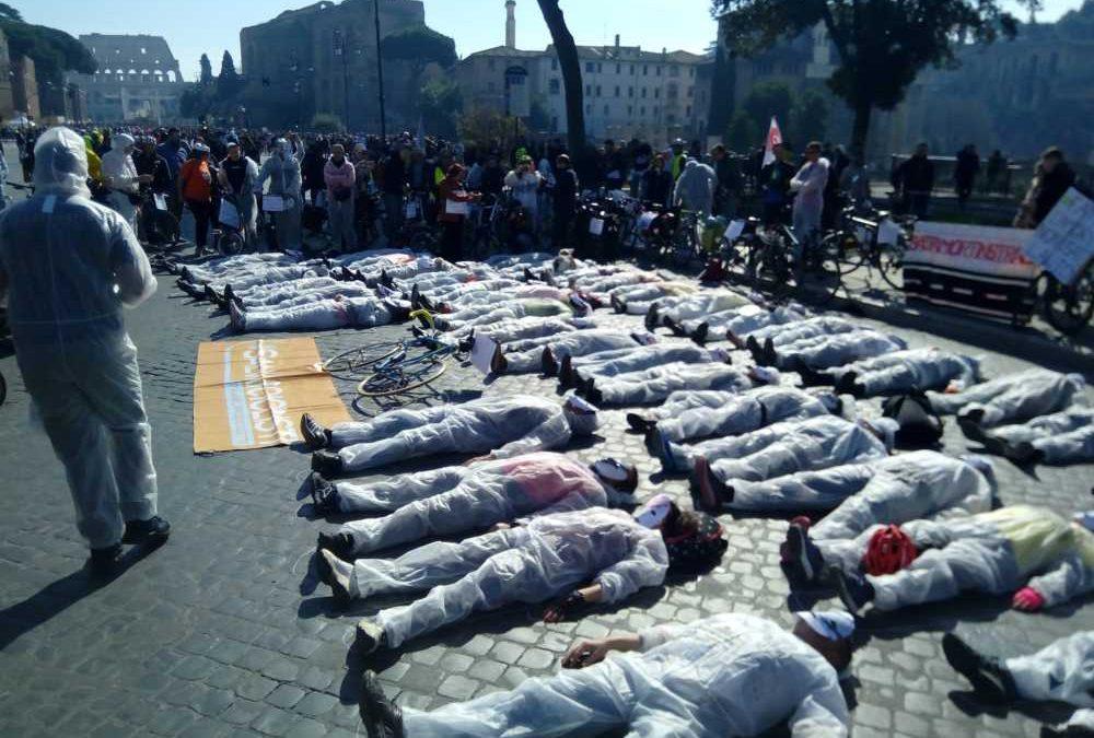 """#Rispettiamocinstrada oggi a Roma: la mobilitazione ai Fori Imperiali, """"basta morti"""""""