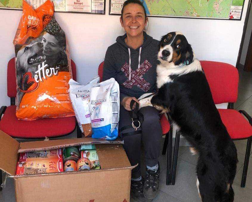 Cerveteri, le Ecozoofile di Fareambiente ringraziano la Leidaa per il cibo donato agli animali