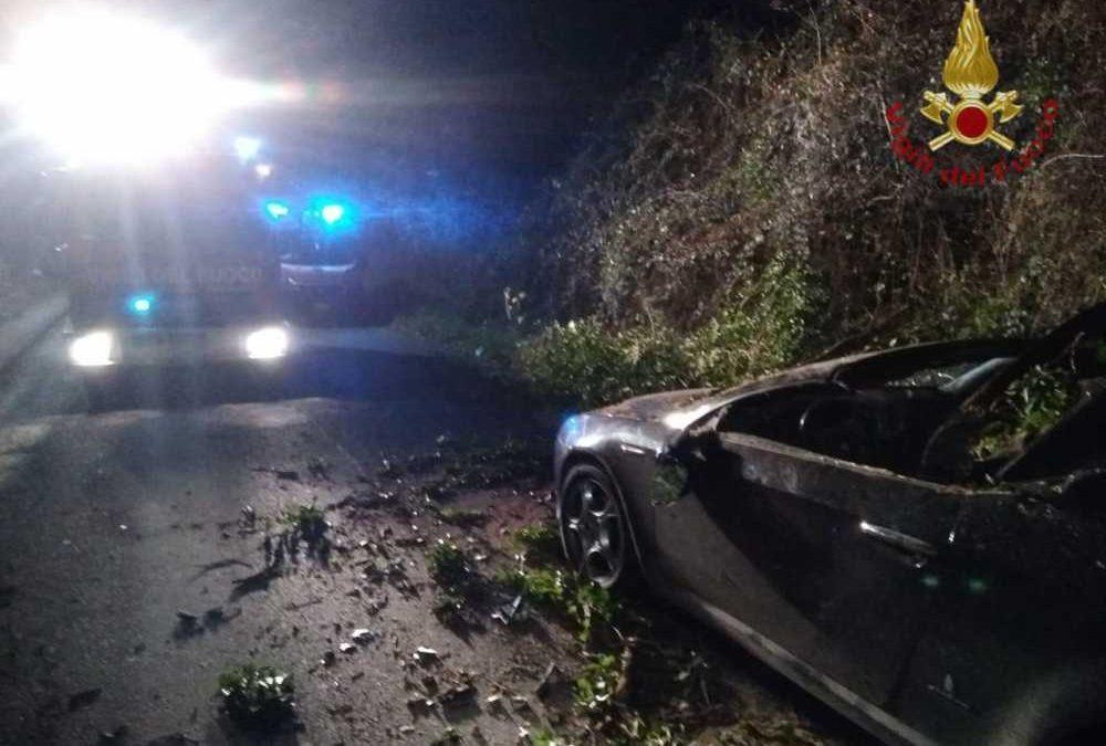 Cadono alberi su auto e scooter: tre feriti gravi al Policlinico e a Campagnano