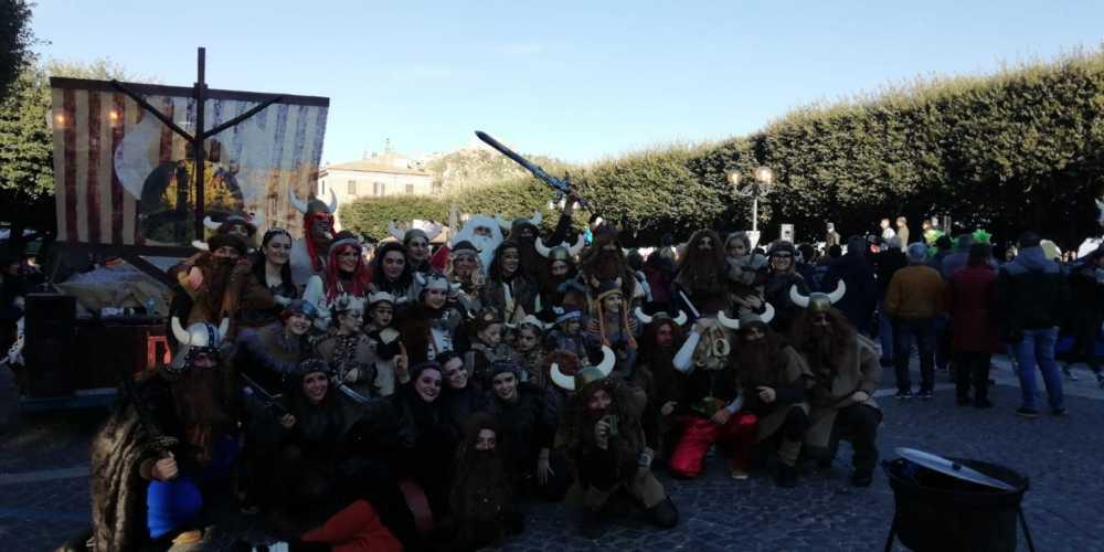Il Carnevale di Tolfa riesce: tanta gente in piazza FOTO