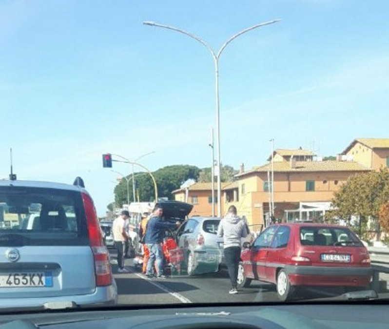 Incidente con feriti a Torrimpietra, rallentamenti sull'Aurelia
