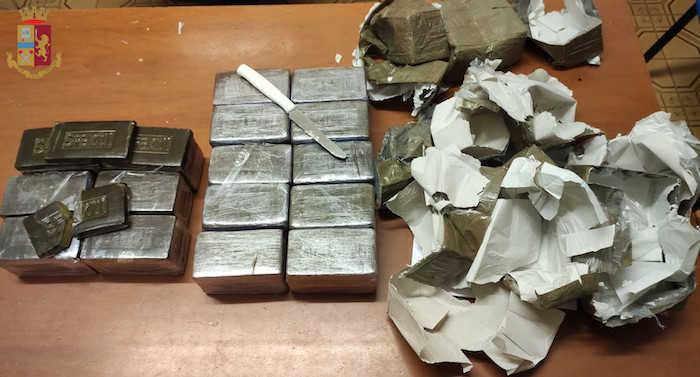 Spaccio ed estorsione: 41enne arrestata dagli agenti del commissariato Primavalle