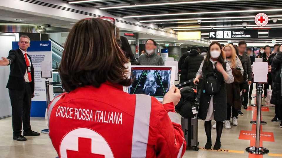 Coronavirus, termoscanner all'aeroporto di Fiumicino