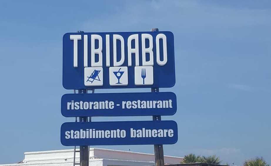 Maltempo a Tarquinia Lido: crolla l'insegna del Tibidabo