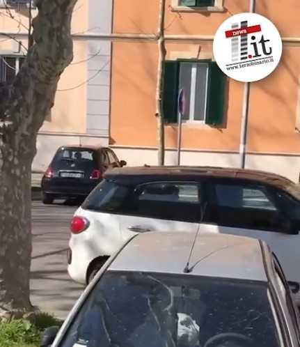 A Civitavecchia la gente torna in giro in auto VIDEO